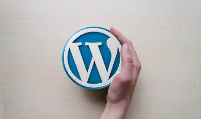 wordpress-hand-logo-background-image-blogging